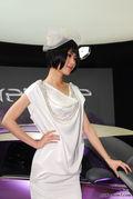 雪铁龙白衣美女车模