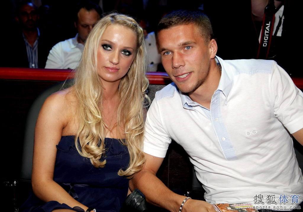 波多尔斯基携女友看拳赛 舒马赫等众星到场