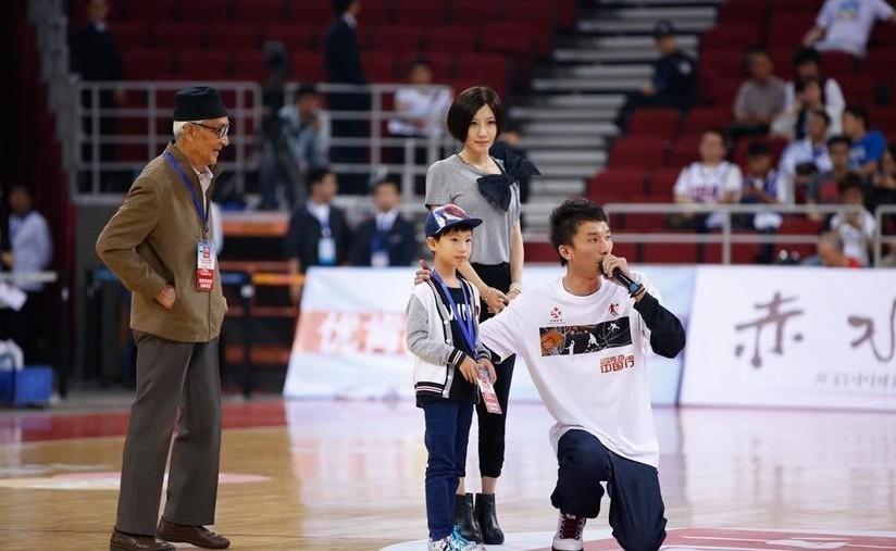 年10月6日,北京,2012篮球友谊赛,北京金隅Vs传奇明星队.最美