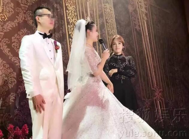土豪结婚新娘陪嫁千万 女星蔡妍登台献唱