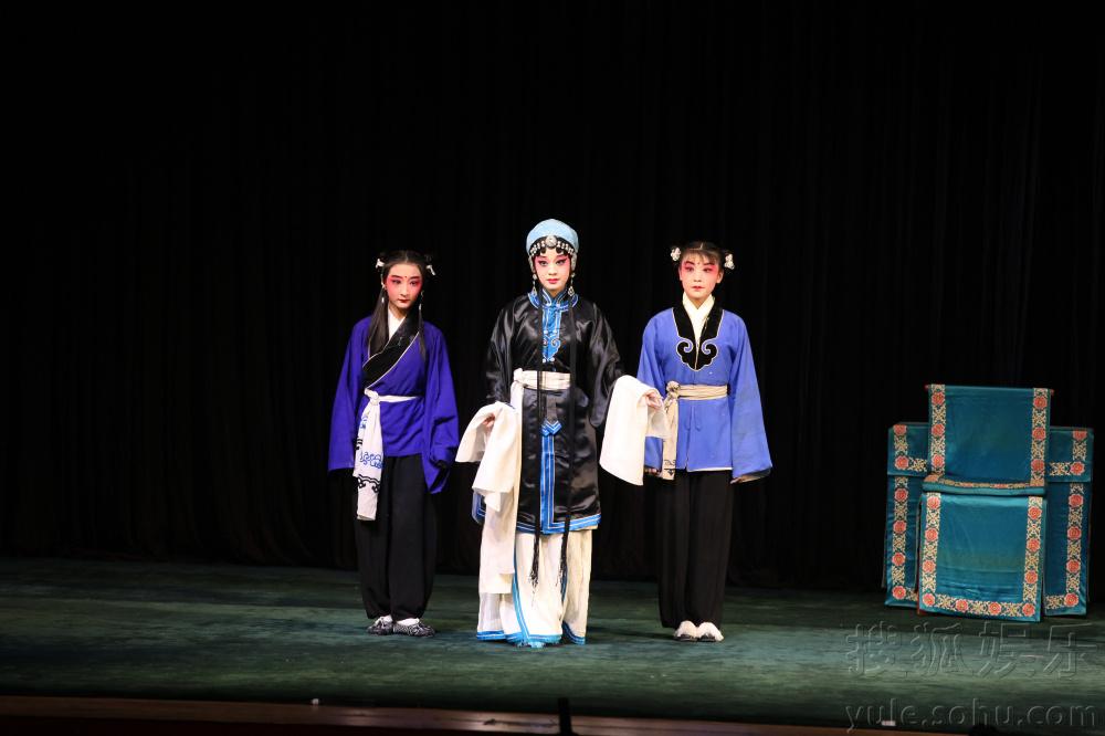 丞相王延龄怜之,试图让秦香莲在陈世美寿辰之日扮成歌.图片