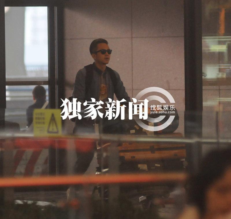 直至14年新年期间邓超孙俪一家外出旅游孙俪才发微博公开承认自己图片
