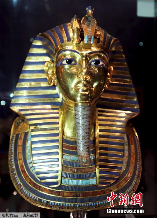 埃及法老黄金面具修复后展出 拥有3300年历史图片