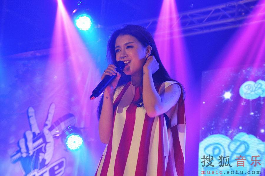 而作为颇受校园追捧的台湾歌手五月天的经典歌曲《温柔》,同样被我