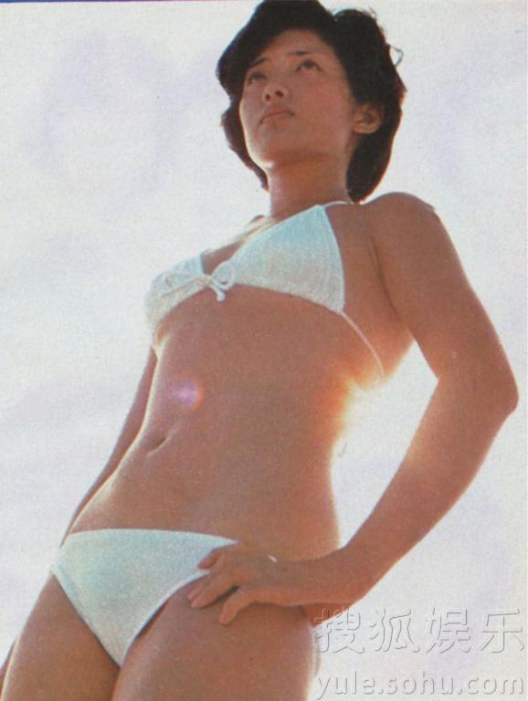 本昔日玉女偶像山口百惠,一组珍贵比基尼写真曝光.1975年,山口图片
