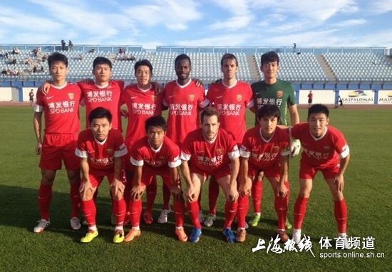 朴智星合影_中国小学生球队出战朴智星杯南方报网体育