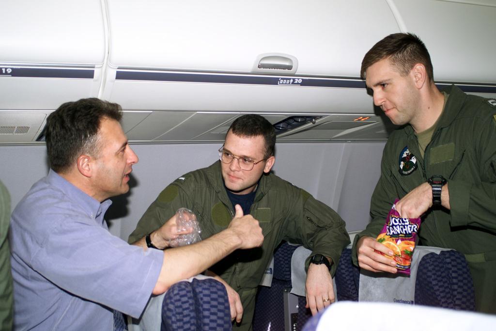 斗机,导致中方飞行员王伟失踪,美机又未经许可降落中方陵水机场