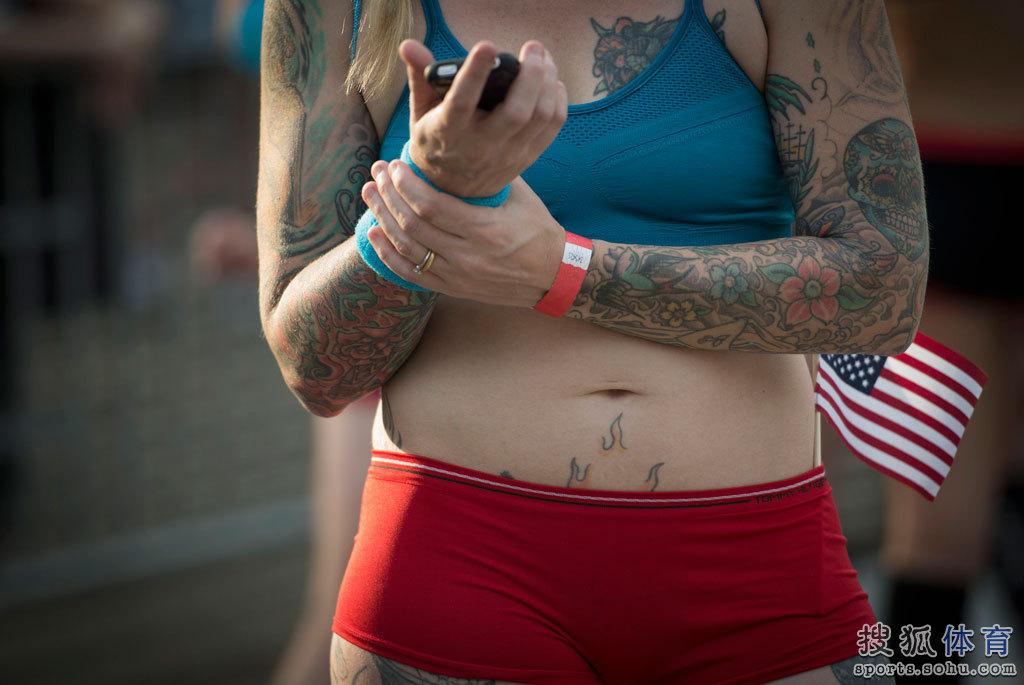 组图:美国内衣赛跑美女云集