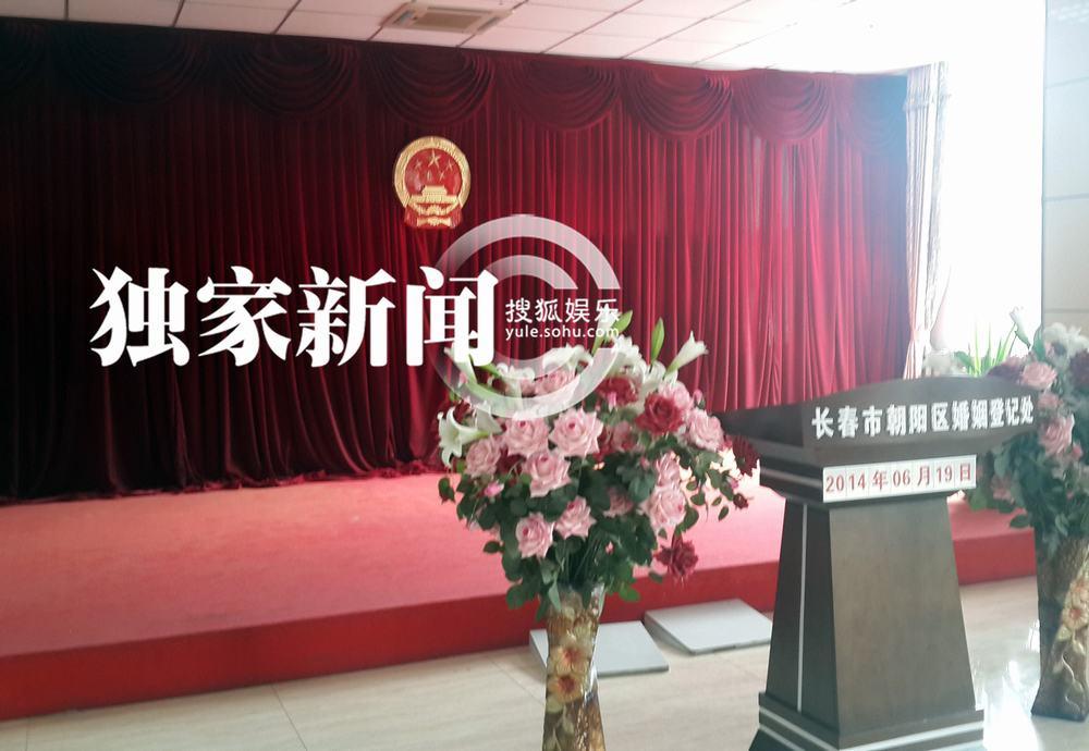 眼镜找朋友简谱-搜狐娱乐讯(风行工作室/图文)6月18日,搜狐视频在机场发现了一名