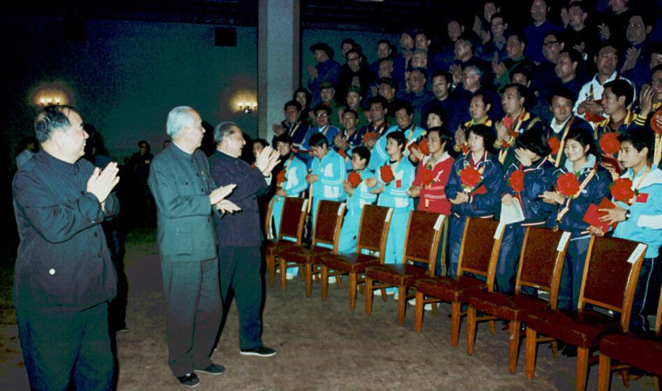 月,北京,国家领导人在人民大会堂亲切接见1983年体育界先进人物图片