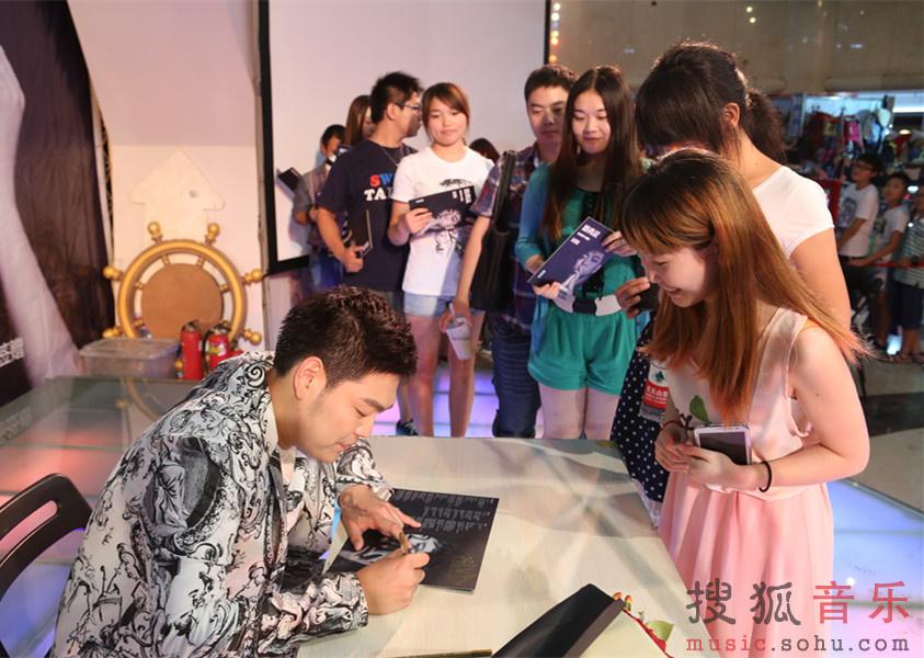 《短歌》曲谱沙梅曲-7月12日,陈俊彤首张EP《听我说》的发布会在京举办.这张EP不仅