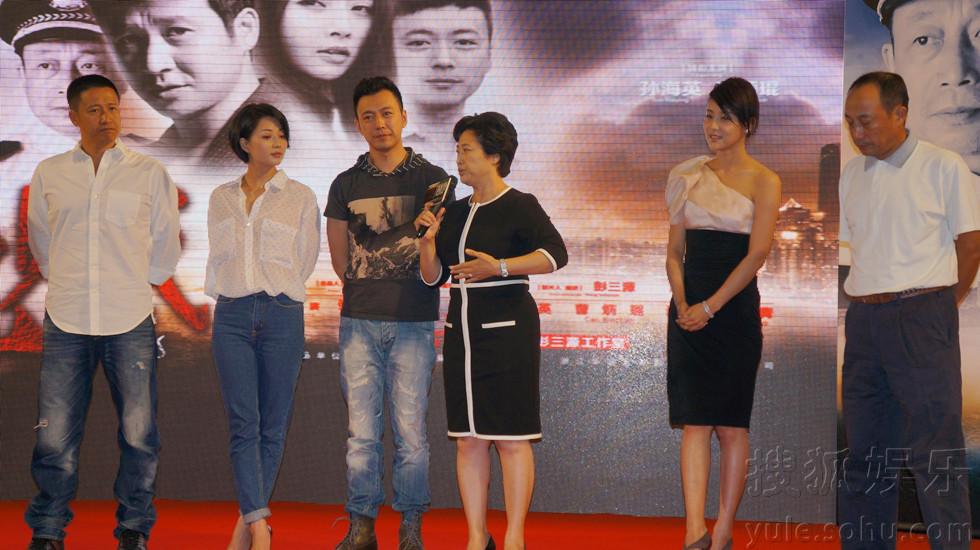 后再次出演一名警花,与张国强,殷桃上演了一出警察与小偷的故事