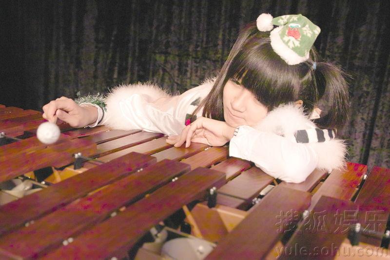 """许雅涵/2011年12月19日北京讯被称为""""小萝莉塔教主""""的台湾13岁许..."""