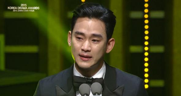 台湾媒体报道,2015韩国电视剧大赏9日在首尔盛大举行,最大奖