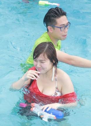 香港女星白云秀35E巨胸 称丰满也是种美