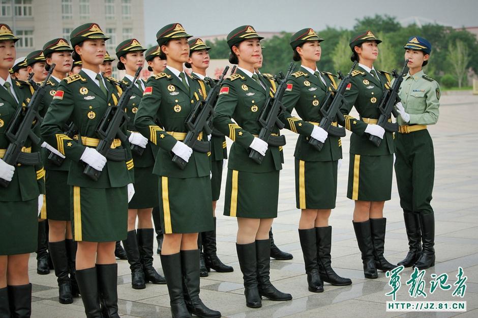 唯一女兵方队 白求恩传人
