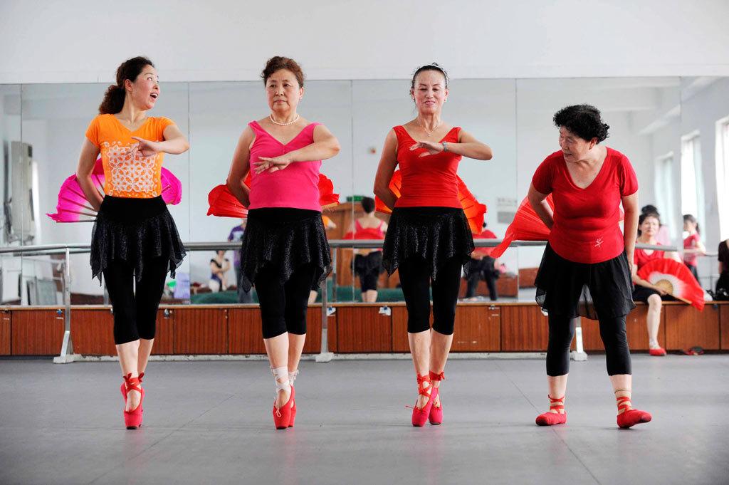 香港50岁以上老男演员_50岁以上人口