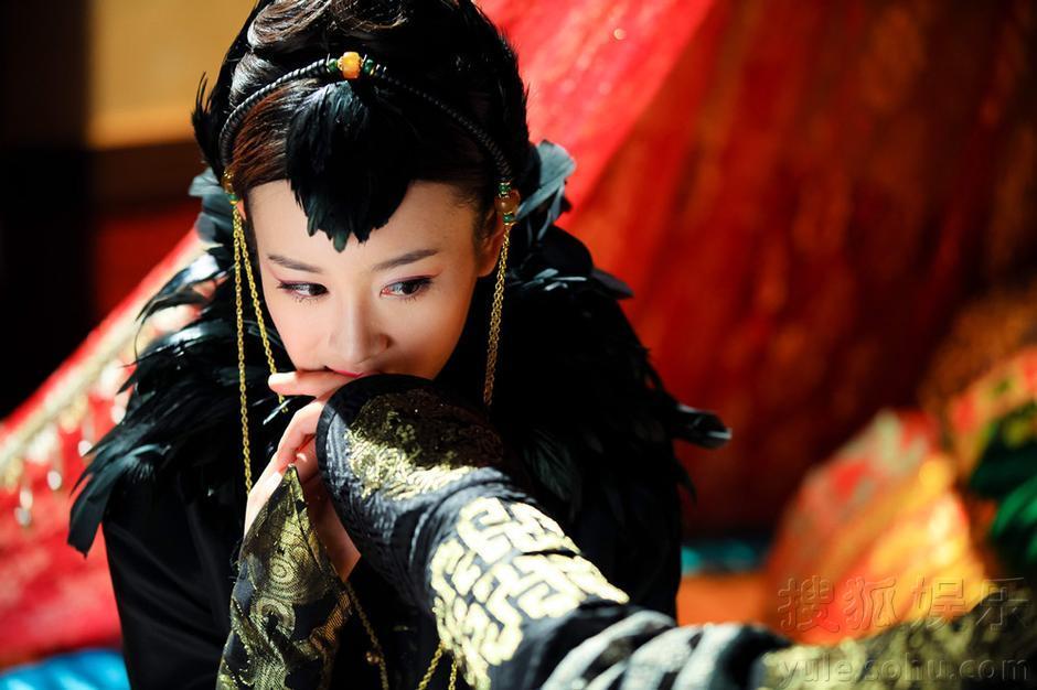 张檬,韩栋,袁姗姗,蔡少芬等主演的清宫情感大戏《山河恋美人无泪》