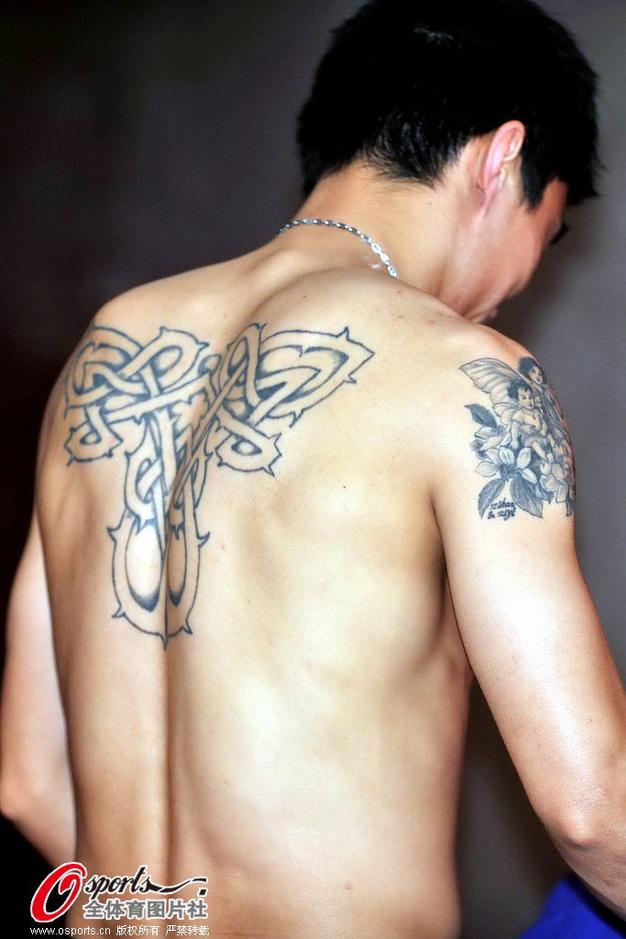高清:里皮出席恒大发布会 郑智换衣露霸气纹身