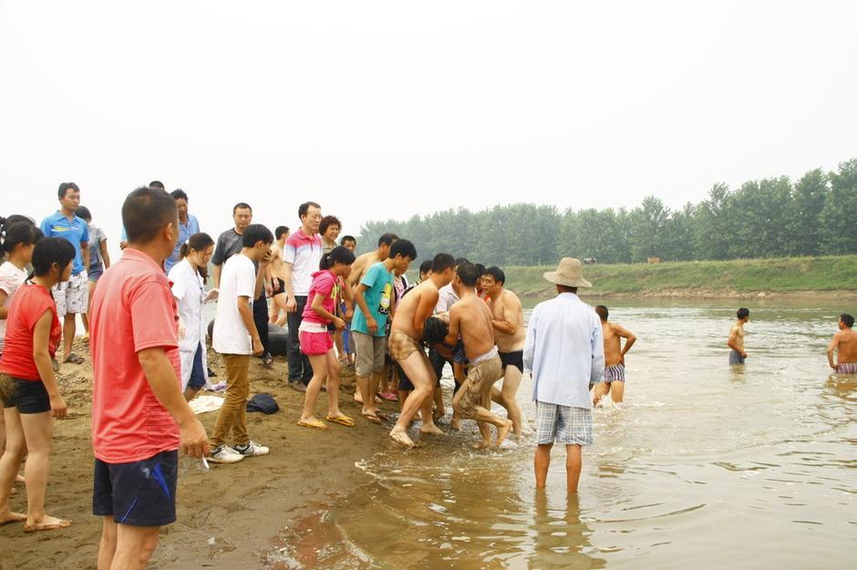 湖北当阳6名初中毕业生在河边游玩拍照溺亡