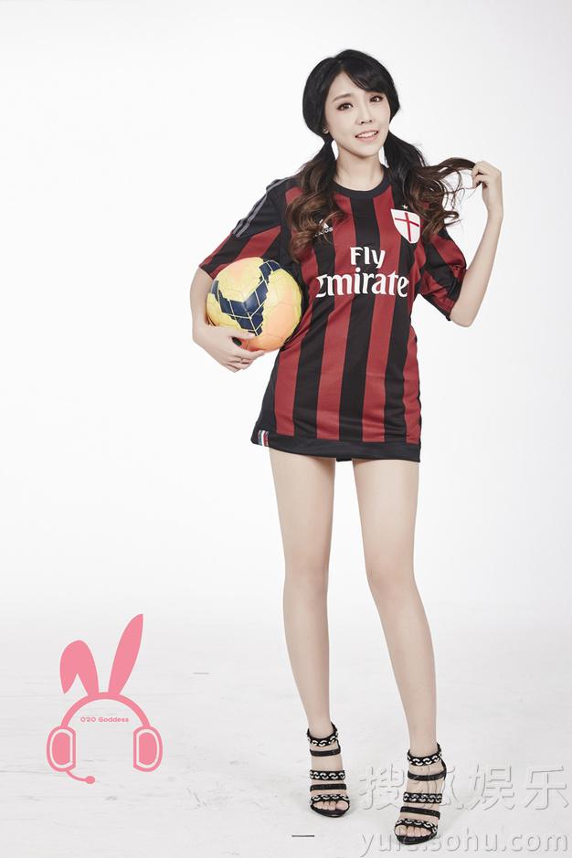 o2o goddess女团晋身米兰足球宝贝,身穿ac米兰最新款球衣为米兰中国行
