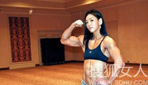 萝莉脸魔鬼肌的韩国美女
