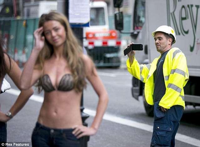 女人终于可以光膀子上街了