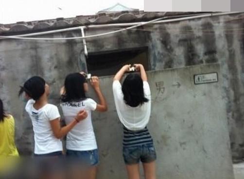 女人是这样偷看男人上厕所的5072421-Wap频脂17体女生图片
