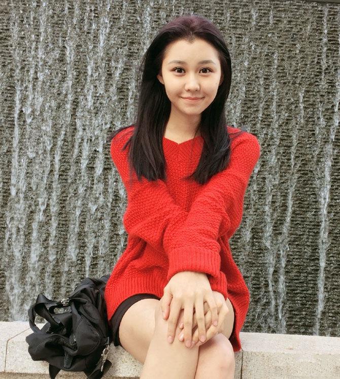 90后维族女孩为梦想做兼职模特 私房照曝光