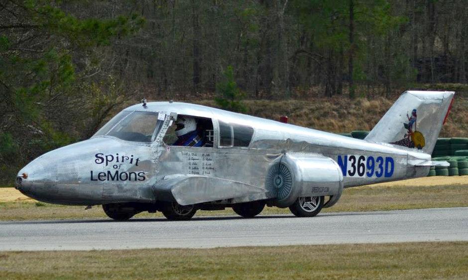 bloch将一架飞机改装成汽车