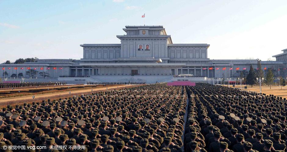 朝鲜军人在平壤出席仪式 纪念金正日诞辰