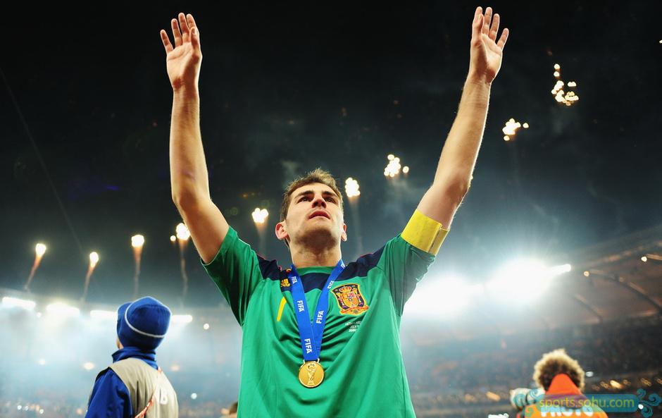 2010年的南非世界杯,西班牙历史上第一次捧起大力神杯,而作为队长的