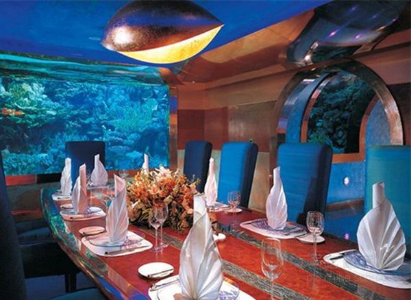 这么人性化 不提供鱼类食物的海底餐厅