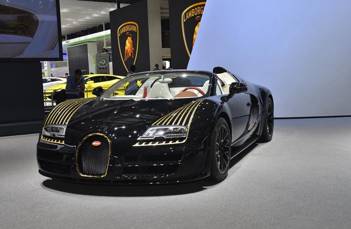 外观上与布加迪威航历史上的车型一样,采用黑色涂装.