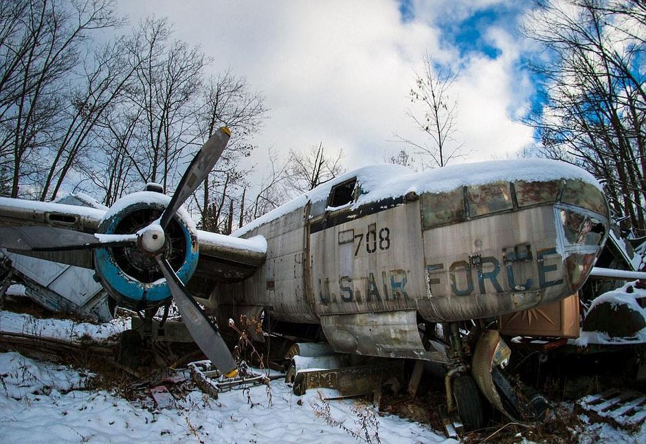 希望挽救这些旧飞机,让它们免于被拆卸和废弃的命运