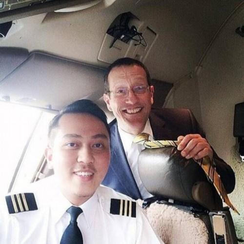据英国《每日邮报》网站报道,一组马航失联飞机mh370驾驶员扎哈里和副