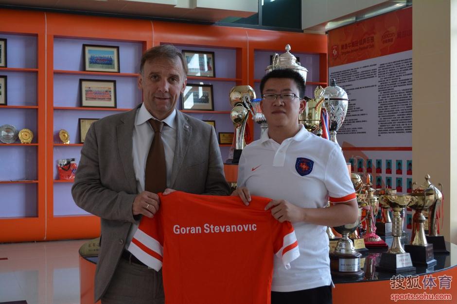 北京时间9月5日消息,今天下午,青岛中能队与塞尔维亚籍主教练戈兰.