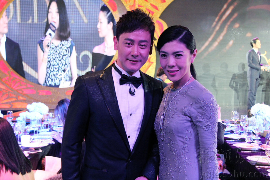 邱心志现身芭莎珠宝夜宴 首次与李湘搭档颁奖