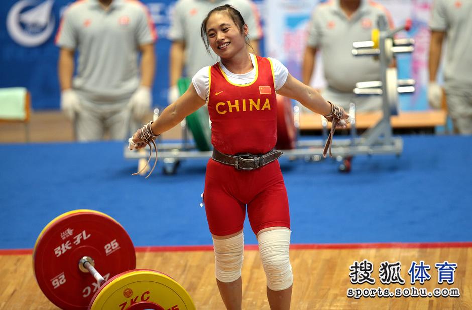 北京时间9月3日,在沈阳工业大学体育馆进行的2013年辽宁全运举重游泳计时手环图片