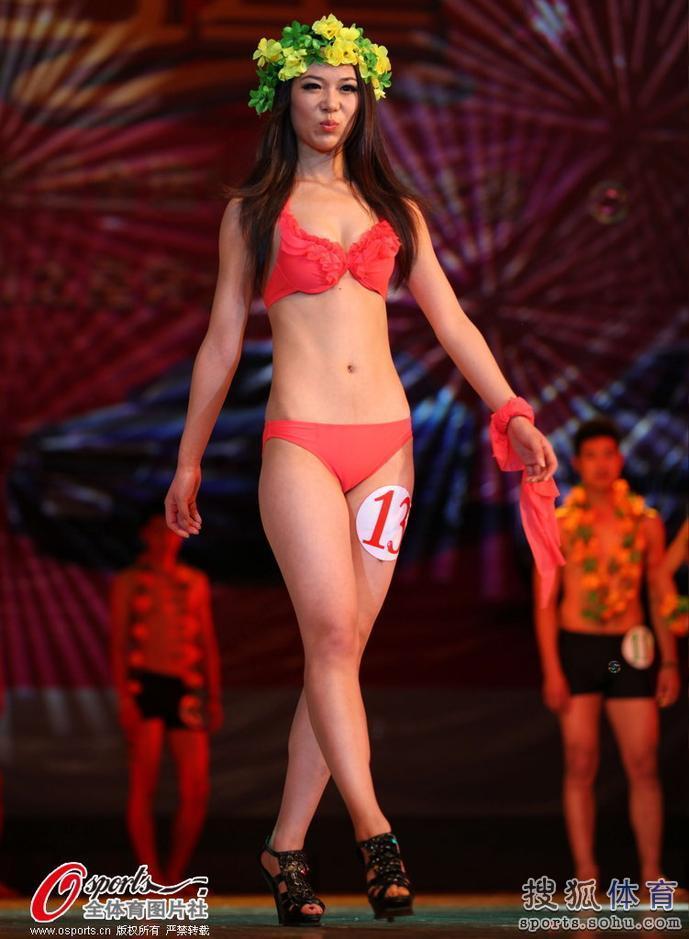 【转载】 高清:全运模特大赛 大学生比基尼展示蛮腰翘臀