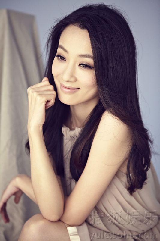 徐翠翠笑容甜美     搜狐娱乐讯  近日,青年实力派演员徐翠翠