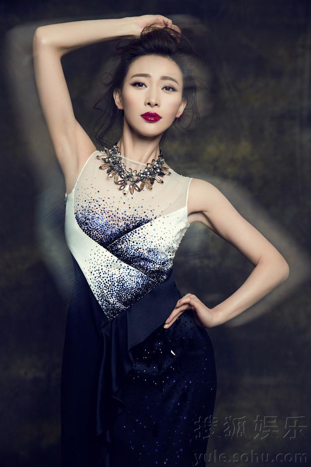 性感周知拍演员公主化身a性感大片婉约知性75美女维族时尚图片