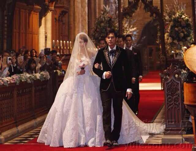 宛如王子与公主! 周杰伦昆凌教堂婚礼浪漫感人
