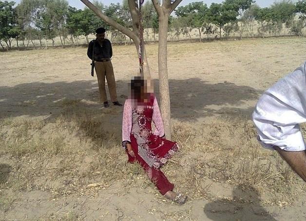 据英国每日邮报报道一名20岁的巴基斯坦女子遭到轮后被杀害