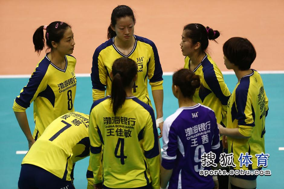 女子排球-教练乌龙天津女排两二传首发 王宝泉黑脸斥李莹