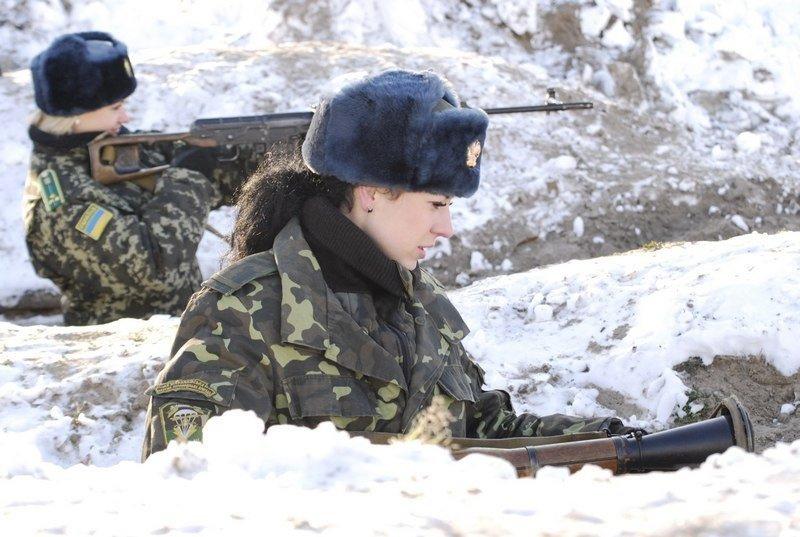 乌克兰女军人军中选美 综合实力大比拼!(组图)