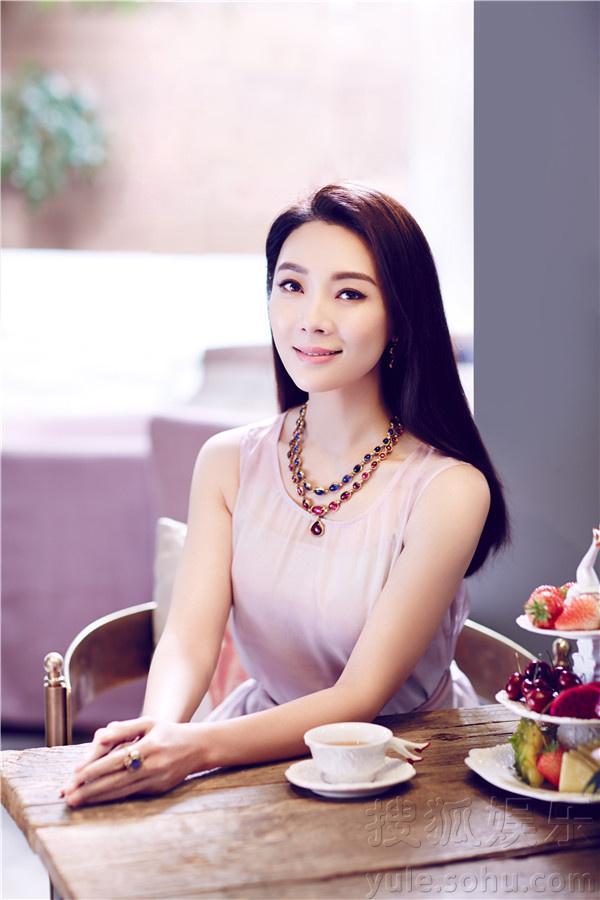 陈数登杂志封面 自称不是女神只是认真生活