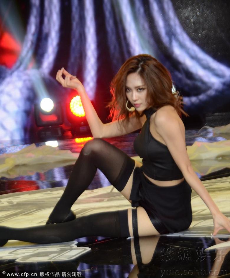 至上励合助阵舞蹈大赛 miss A大秀美腿性感惹