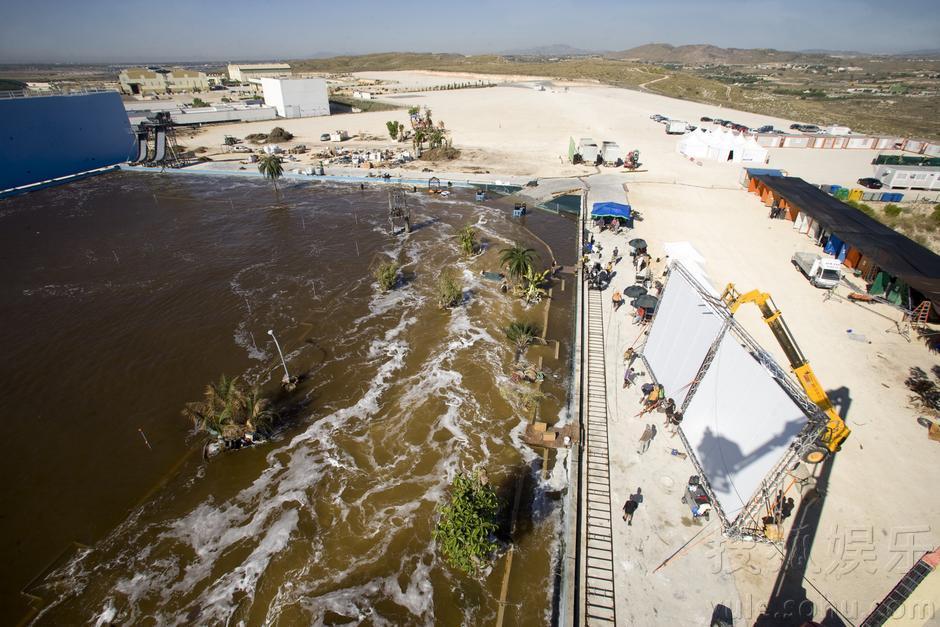 《海啸奇迹》重现海难 日耗水135吨造8分钟巨浪