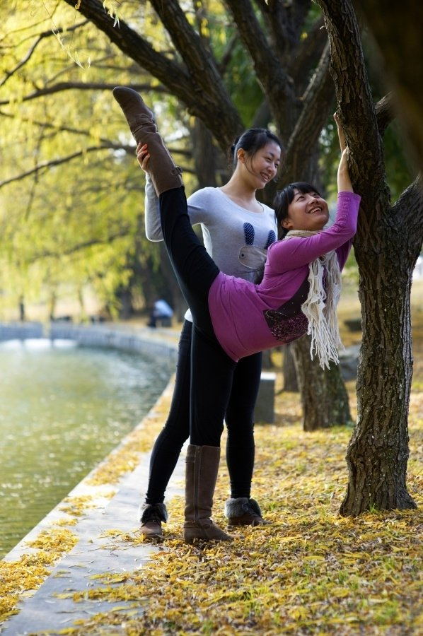 舞蹈系女大学生的劈腿神功